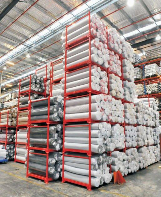 kệ xếp chồng đựng vải cuộn trong nhà kho