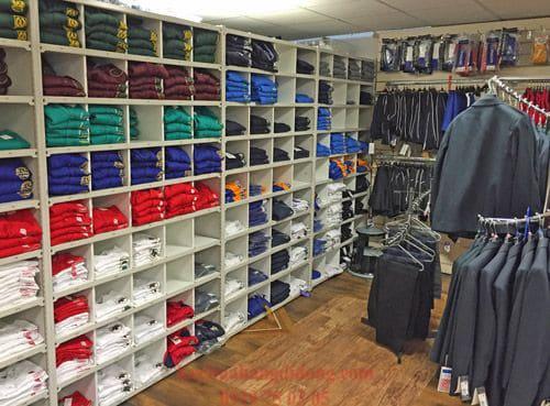 Kệ kho quần áo giúp hàng hoá ngăn nắp