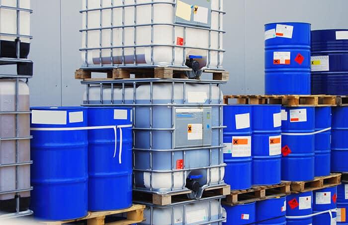 Cách bảo quản hóa chất công nghiệp an toàn: phân loại, rủi ro và biện pháp